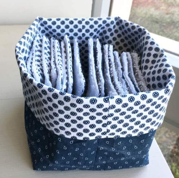 tuto tout simple le petit panier en tissu ou la petite. Black Bedroom Furniture Sets. Home Design Ideas