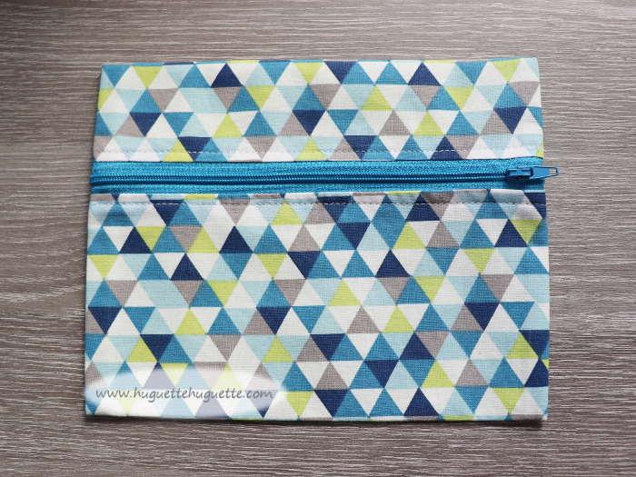 La Trousse Bleue : Trousse Plate, Doublée, Avec Un Zip Sur Le Devant Et… Très Facile